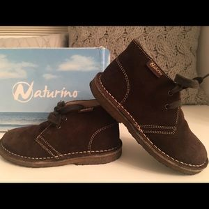 Sz 10 Toddler Boys Naturino brown suede boots